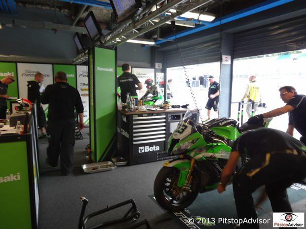 Tutti al lavoro - Team Pedercini @ SBK Monza 2013-s