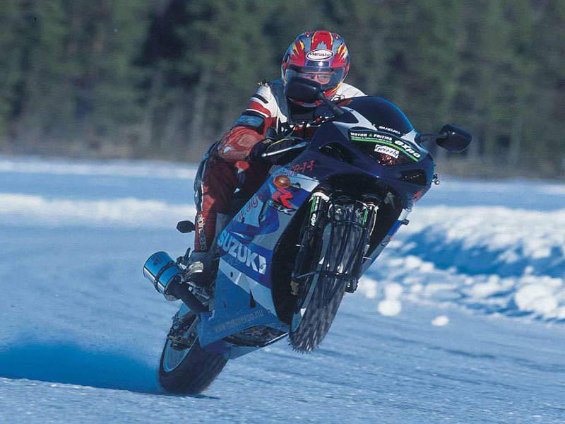 Moto in inverno - consigli per proteggere al meglio la moto dal freddo, gelo e neve