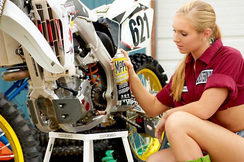 Motore della moto - manutenzione e pulizia