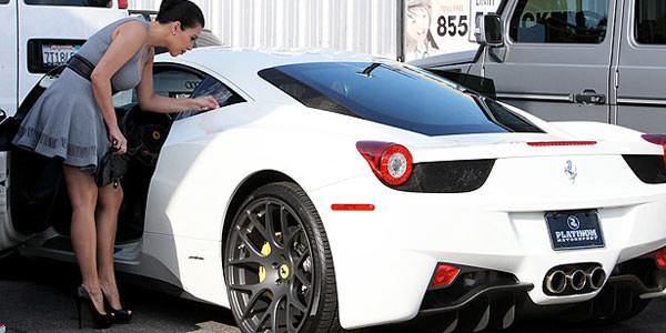 Donne e Motori, le foto migliori! – Kim Kardashian e la Ferrari 458 Italia