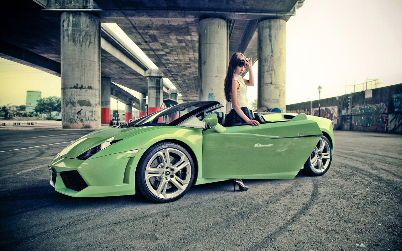 Donne e Motori, le foto migliori! – Lamborghini verde