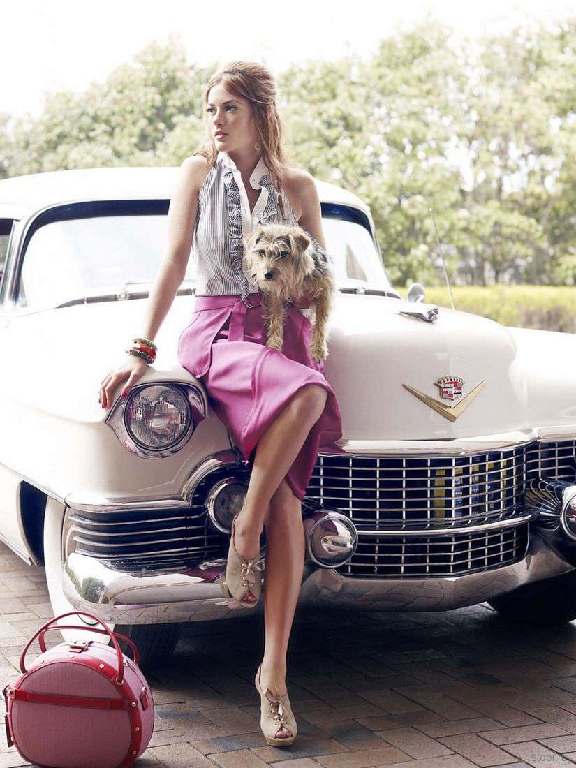Donne e Motori, le foto migliori! – Su un'auto classica, aspettando la partenza