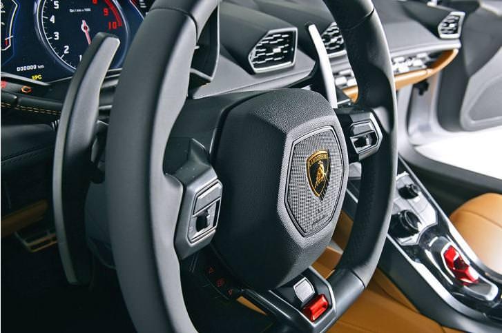 Lamborghini Huracan, volante