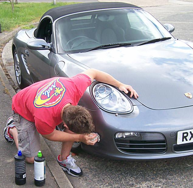 Ammaccatura sull'auto? Ecco come riparare da solo la carrozzeria della tua macchina
