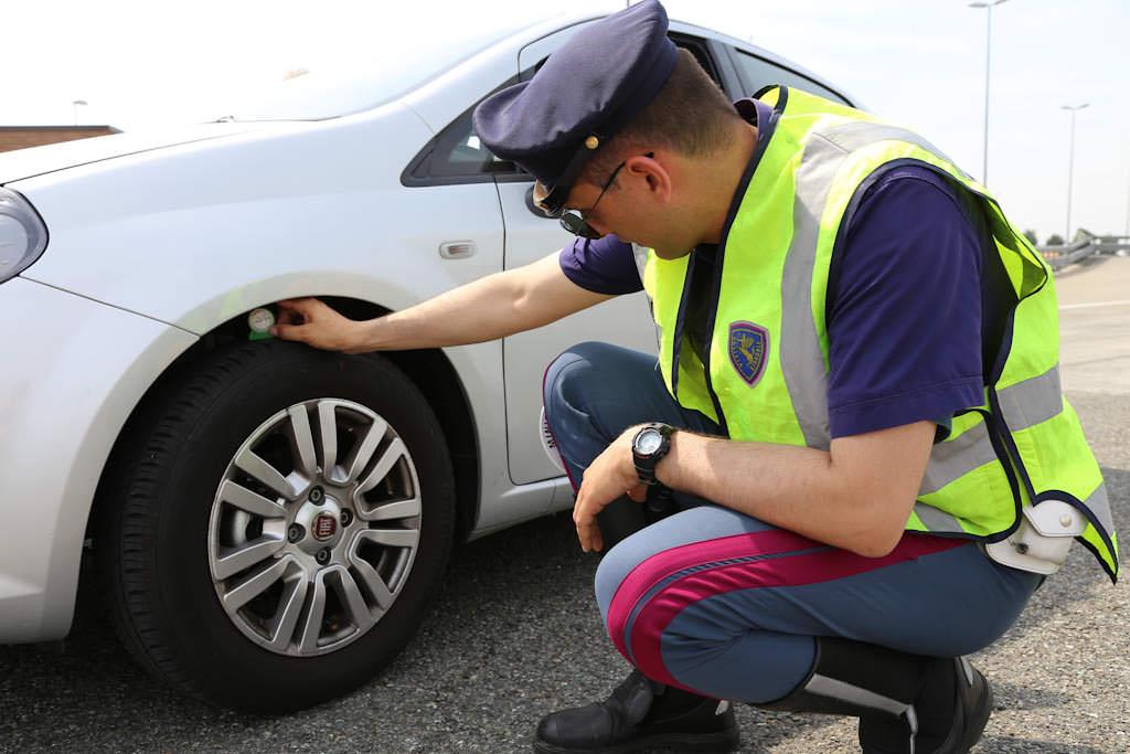 Sicurezza auto, l'importanza degli pneumatici per una guida sicura 2