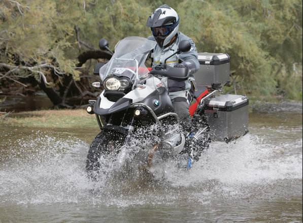 Guida con pioggia - come guidare la moto o lo scooter se piove