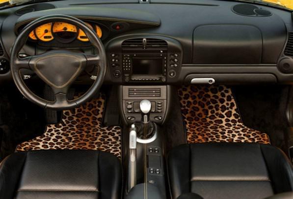 Tappetini auto, come pulirli bene? Consigli per una pulizia perfetta