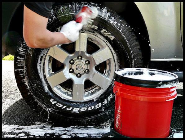 Pulizia pneumatici- come pulire le gomme dell'auto