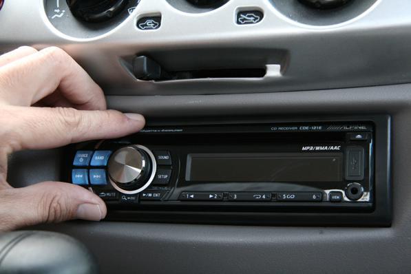 Montare autoradio- istruzioni per installare uno stereo in macchina