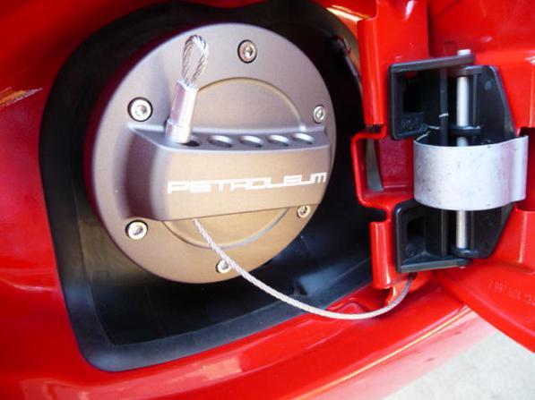 Serbatoio auto bucato- ecco come cambiarlo