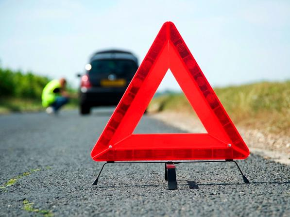 Emergenza in auto - cosa fare e come fermarti in modo sicuro?