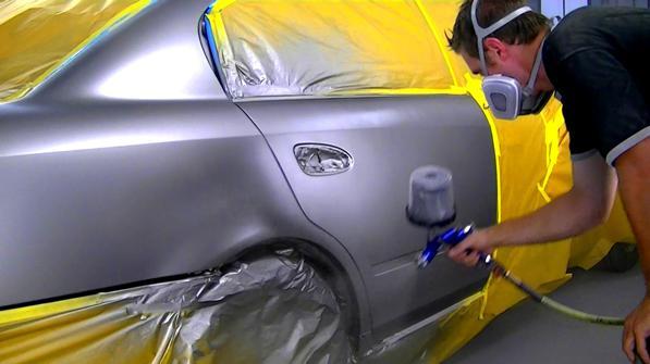 Riverniciare l auto quanto costa ecco i prezzi del for Quanto costa macchina da cucire