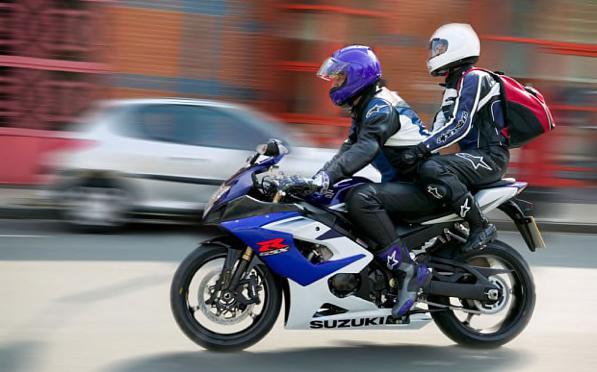 Passeggero in moto - consigli su come andare in moto in due.