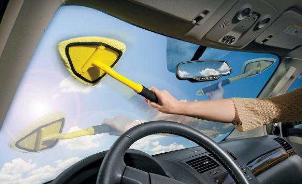 Pulizia vetri interni auto: come pulire bene i vetri interni della macchina?