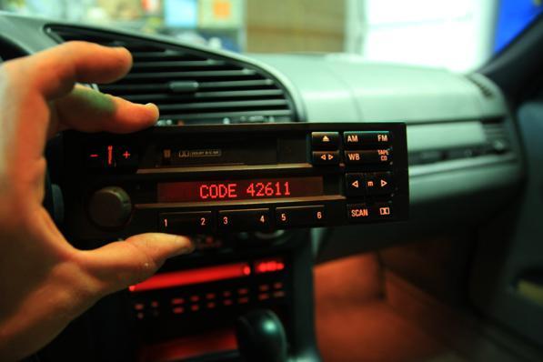 Codice sblocco autoradio: dove trovarlo? Ecco come fare per recuperarlo