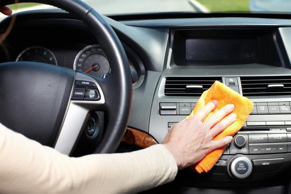 Pulizia plastiche auto: come pulire e ravvivare le parti in plastica?