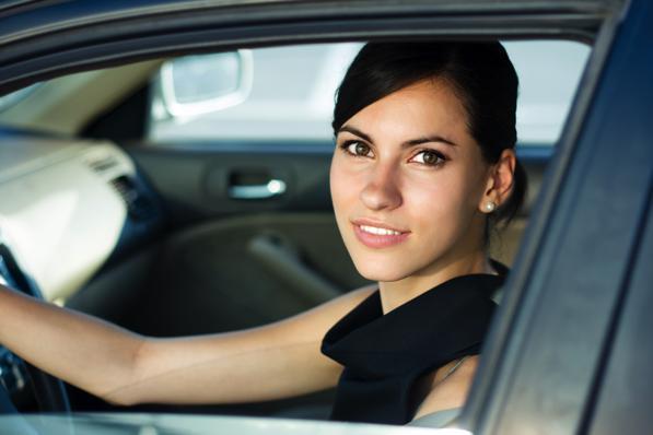 Auto preferita dalle donne: ecco quali sono i criteri per la scelta della macchina giusta