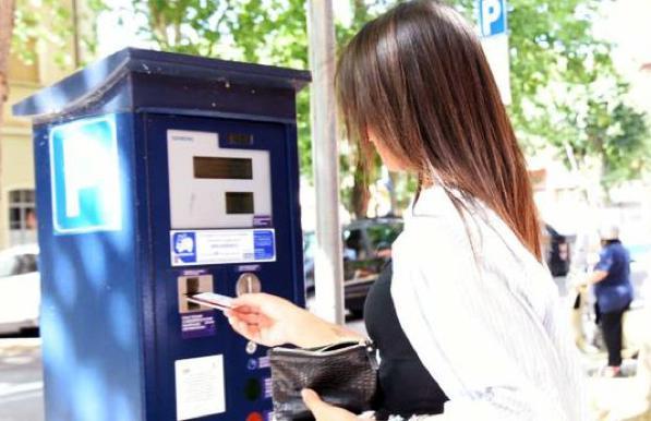 Sosta gratis? Se il parcometro è sprovvisto di bancomat, sì!