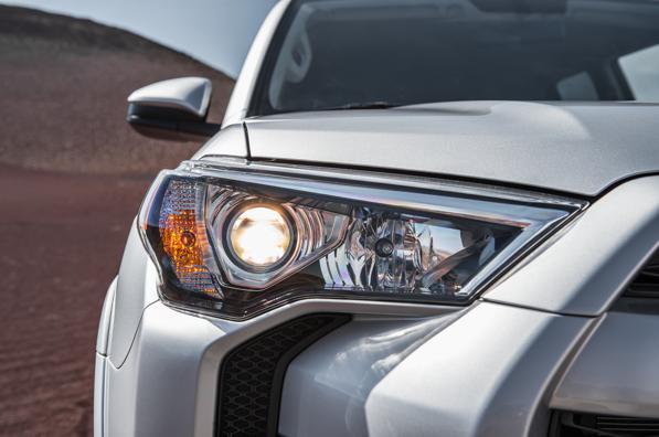 Fari auto non funzionanti: cosa fare se una lampadina del fanale è bruciata? Multe e sanzioni