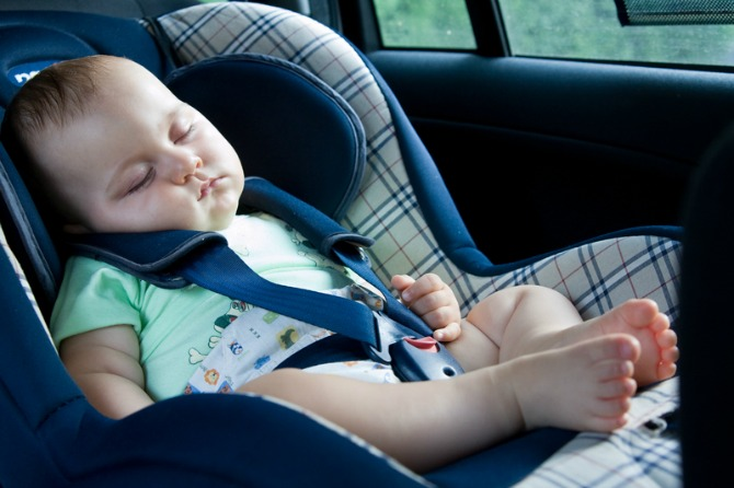Bambini dimenticati in auto: ecco alcuni consigli che possono salvare la vita