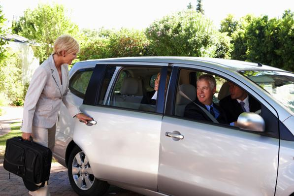 Auto condivisa tra colleghi: ecco il carpooling aziendale
