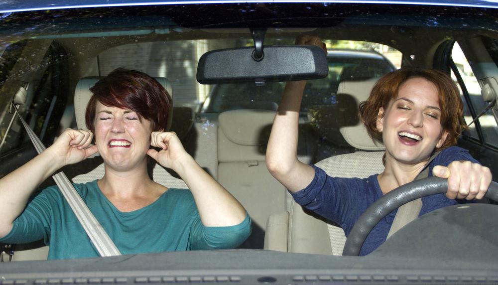 Rumori molesti in auto: regole, informazioni e multe