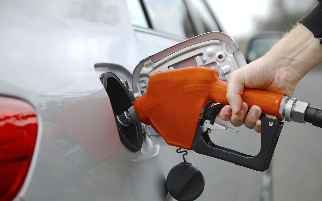 Spesa carburante: nel 2017 gli italiani hanno speso 53,3 miliardi di euro